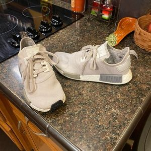 Women's size 8 nmd r1